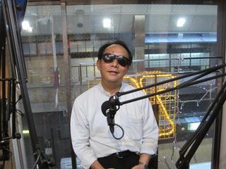 写真:FM79.7 「らくらく5」に松永さん出演の様子